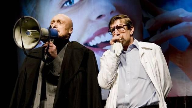 Martin Stropnický a Václav Vydra v divadelní hře Vojcek