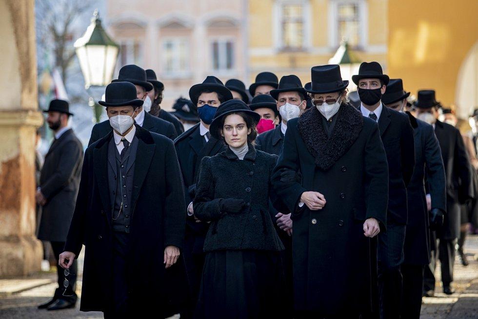 Judit Bárdos na natáčení v Hostinném