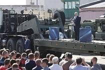 Běloruský prezident Alexandr Lukašenko při projevu před zaměstnanci továrny na výrobu traktorů v Minsku (MZKT).