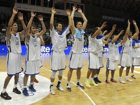 Basketbalisté Česka slaví postup na mistrovství Evropy.