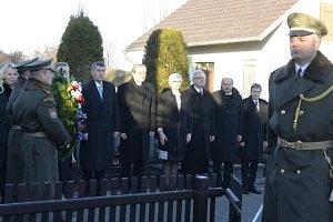 Ministři položili věnec k hrobu Tomáše Garrigua Masaryka
