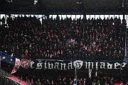 Fotbalové utkání HET ligy mezi celky AC Sparta Praha a SK Slavia Praha 17. března v Praze. Fanoušci Slavie.