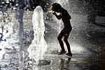 Vedra, osvěžení ve fontáně - ilustrační foto