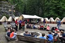 Děti na skautském táboře
