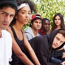 Touha mladých lidí je stát se členem nějakého gangu.