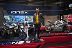 Allen Ko a jeho flotila elektrických motocyklů