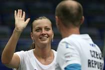 Petra Kvitová a kapitán Petr Pála na tréninku před zápasem Fed Cupu proti Austrálii.