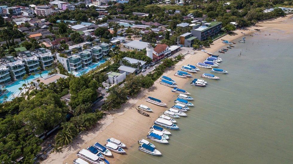Jachty na pobřeží thajského Phuketu