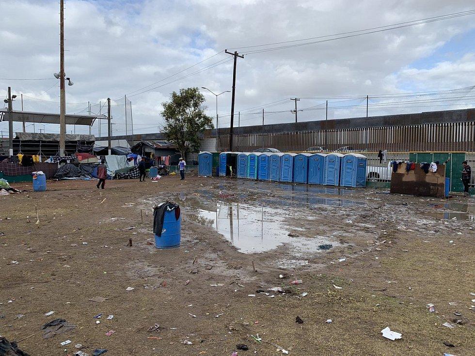 Tábor středoamerických migrantů rozmočil déšť
