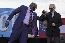 Joe Biden a Raphael Warnock
