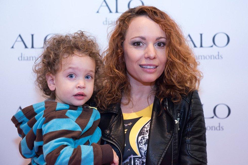 Vera Wisterová se svým mladším synem