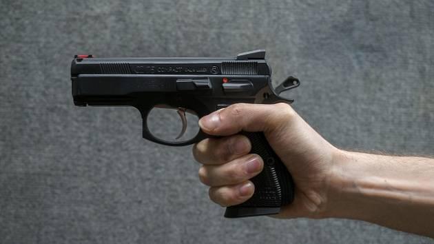 Střelba u školy: rodič, který přinesl zbraň, dostal rok podmíněně za výtržnictví
