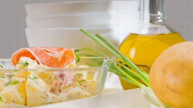 Salát s brambory. Ilustrační foto