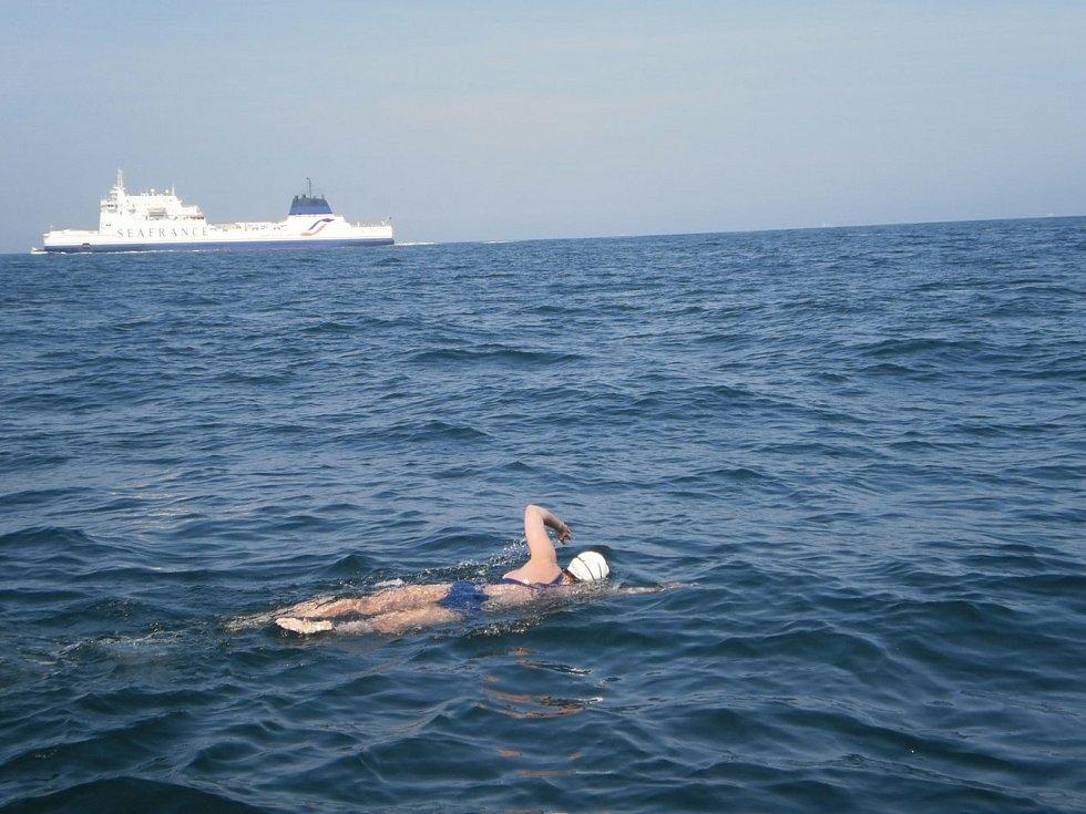 Plavkyně Abhejali Bernardová se stala prvním Čechem a teprve desátým člověkem na světě, kterému se povedlo dokončit sérii Oceans Seven.