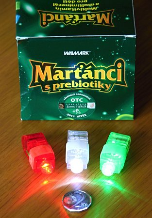 Česká obchodní inspekce (ČOI) varuje před svíticí hračkou, která je součástí balení potravinového doplňku Marťánci sprobiotiky.
