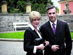 JAKO EVA A KAREL. Andrea Kerestešová a Roman Vojtek během poslední klapky seriálu Vyprávěj.