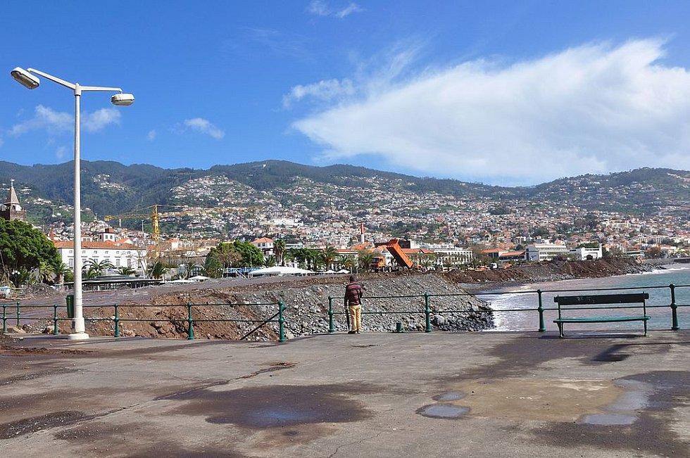 Úklid města Funchal po přestálé katastrofě