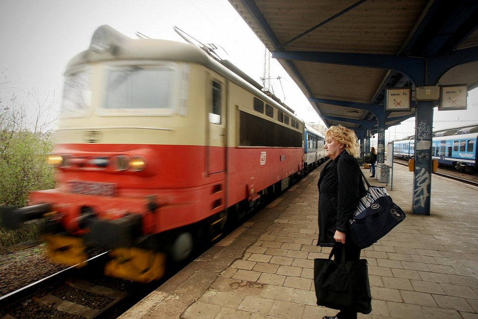 Vlak, železnice, dráhy. Ilustrační foto