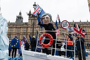 Jednání o brexitové dohodě provází v Londýně protesty