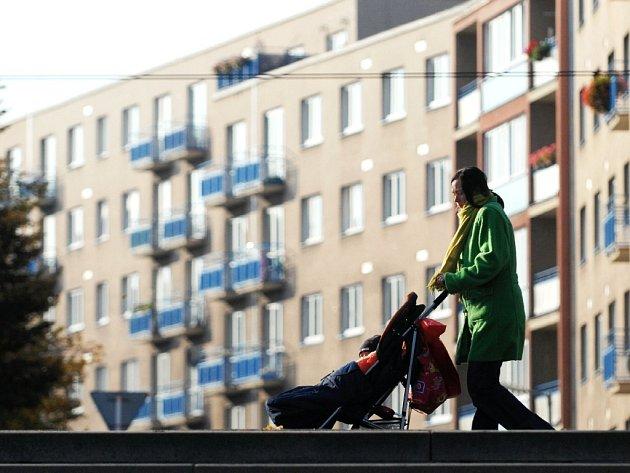 ZÁJEM O BYTY vede pardubickou radnici k tomu, aby se začala připravovat další vlna privatizace městského bytového fondu. Asi tři tisíce bytů si ale chce město ponechat i do budoucna.