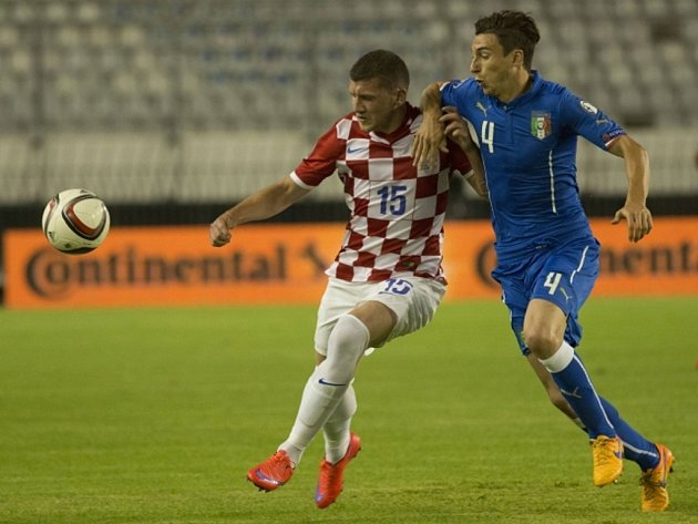 Fotbalisté Itálie (v modrém) proti Chorvatsku.