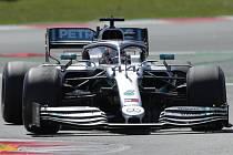 Jezdec Mercedesu Lewis Hamilton