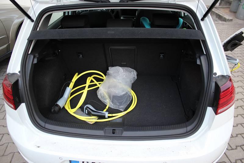 Elektromobil Volkswagen e-Golf, nabíjecí kabely