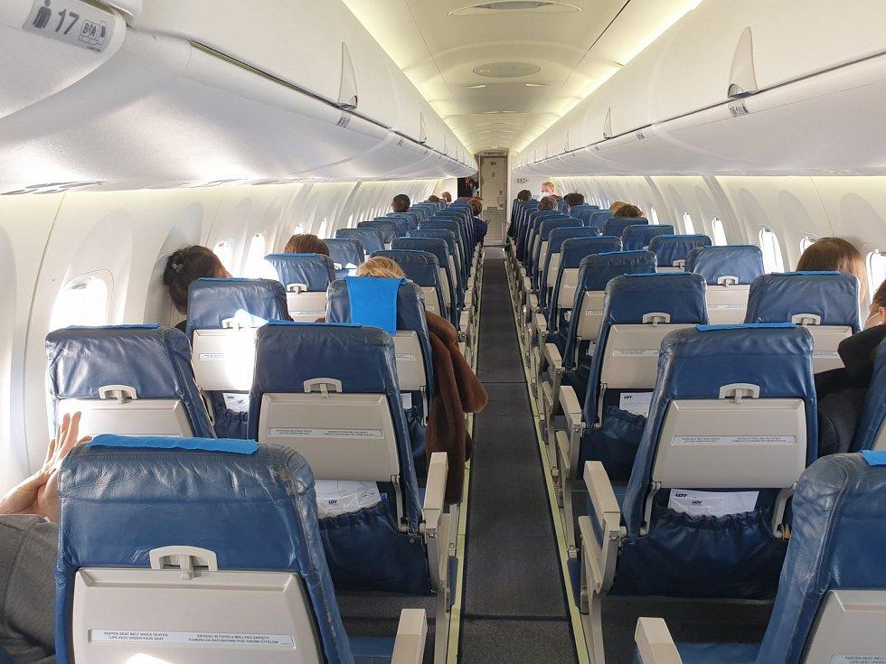 Bombardier Dash 8 Q400 společnosti LOT při letu do Prahy.