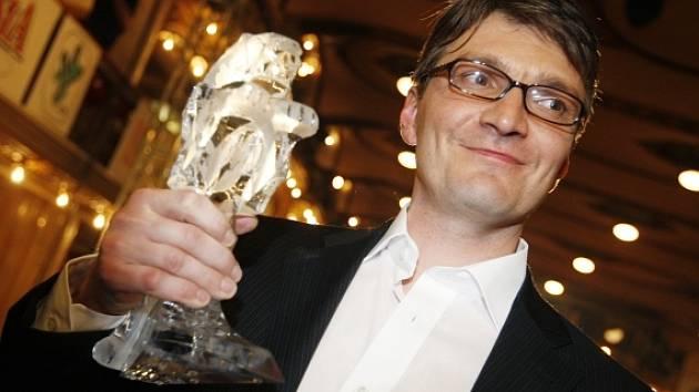 Jan Svěrák se z ceny radoval hned dvakrát. Nominace proměnil v Českého lva za nejlepší produkci a režii.