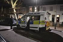 Metropolitní policie prohledávala ulice východního Londýna při pátrání po sedmnáctiměsíční holčičce. Dívka se našla přibližně v osm hodin místního času na Ruskinově ulici