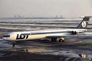Iljušin IL-62 polských aerolinek na letišti Johna F. Kennedyho v New Yorku v roce 1979