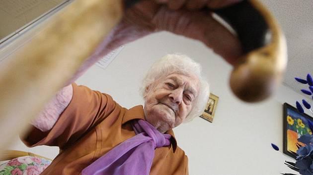 Čiperná Marie Třešňáková slaví 107. narozeniny. Dětství prožila v Útěchově u Moravské Třebové a měla pět sourozenců. Bývalá prodavačka a žena v domácnosti neměla se svým manželem děti. Nyní žije v Domově pro seniory v jirkově na Chomutovsku.
