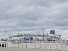 Momentky před fotbalovou kvalifikací: Ázerbájdžán - Česko: stadion leží hned vedle dálnice