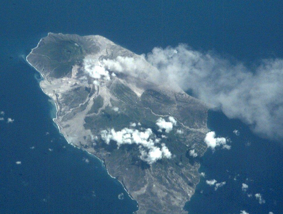 Letecký pohled na sopku La Soufriere