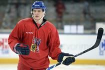 Dominik Kubalík na tréninku hokejové reprezentace.