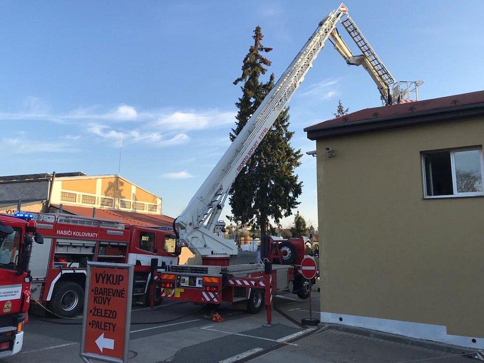 Požár školky a obchodního centra v Říčanech