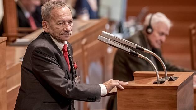Předsedou Senátu byl 14. listopadu zvolen Jaroslav Kubera.