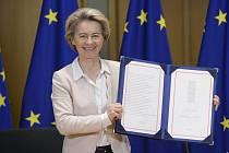 Podepsaná dohoda EU s Británií