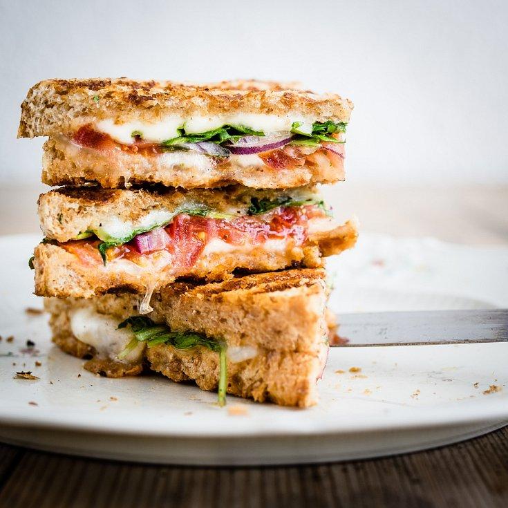 sendvič s grilovaným sýrem