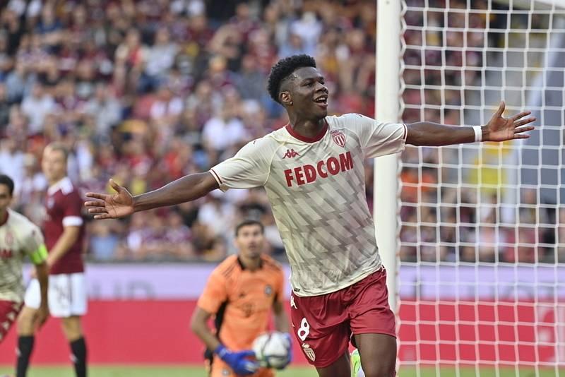 Aurelien Tchouameni z Monaka se raduje z gólu.