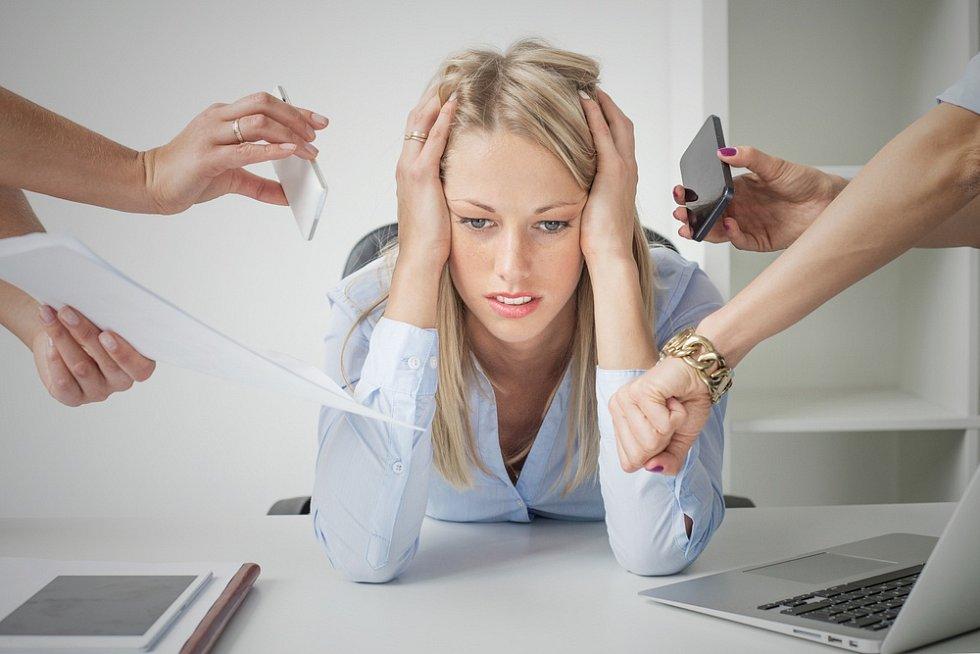 Člověk, který trpí syndromem vyhoření, nevidí příčinu svých problémů vprofesi. A to je špatně.