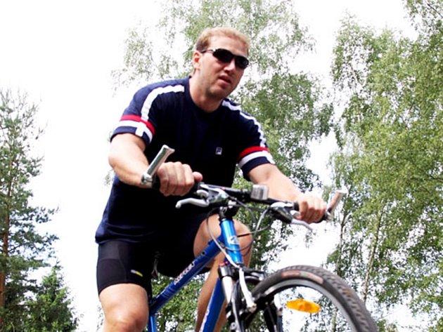 Hokejista Petr Ton bere jízdu jako trénink i relax zároveň.