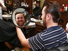 Přípravy nepodcenil, a i když Tomáš Hauptvogel stále chodí o berlích, našel si čas na kadeřníka.