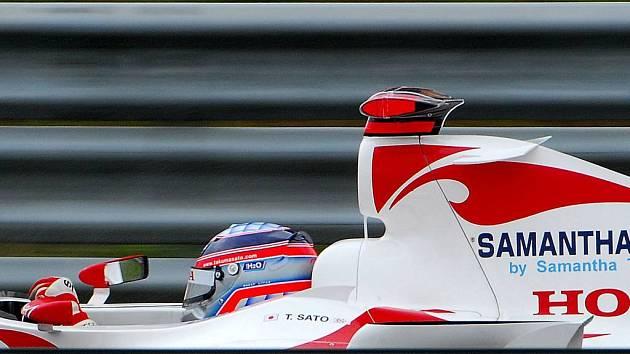 Takuma Sato ve voze Honda Super Aguri.