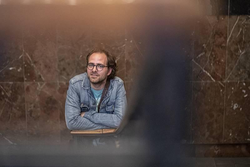 Od roku 2013 je Ondřej Brousek členem souboru Divadla na Vinohradech. V současné době je zde k vidění například v inscenacích Revizor nebo Zmoudření Dona Quijota.