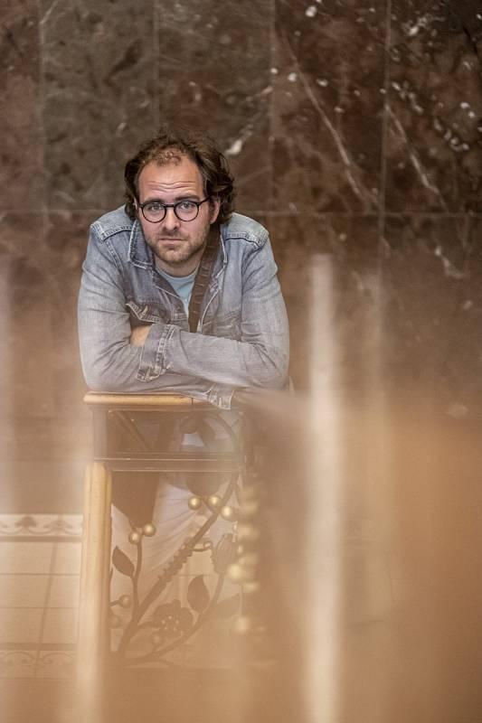 Ondřej Brousek skládá scénickou hudbu pro pražská i regionální divadla.