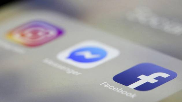 Ikonky mobilních aplikací (zprava) Facebook, Messenger a Instagram - ilustrační foto