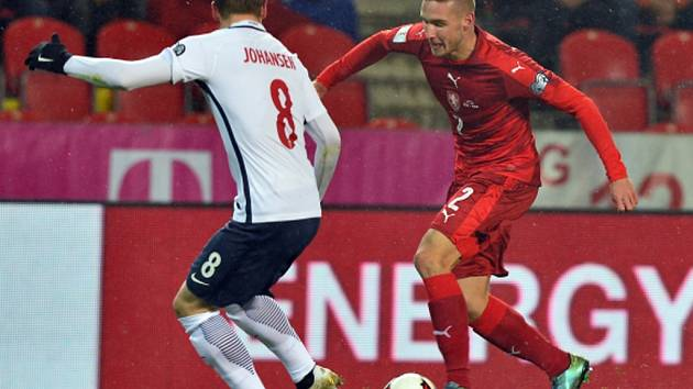 Bořek Dočkal (vpravo) a Stefan Johansen z Norska.
