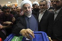 Proreformní duchovní Hasan Rúhání u voleb.