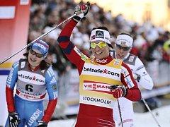 Marit Björgenová se raduje z vítězství.